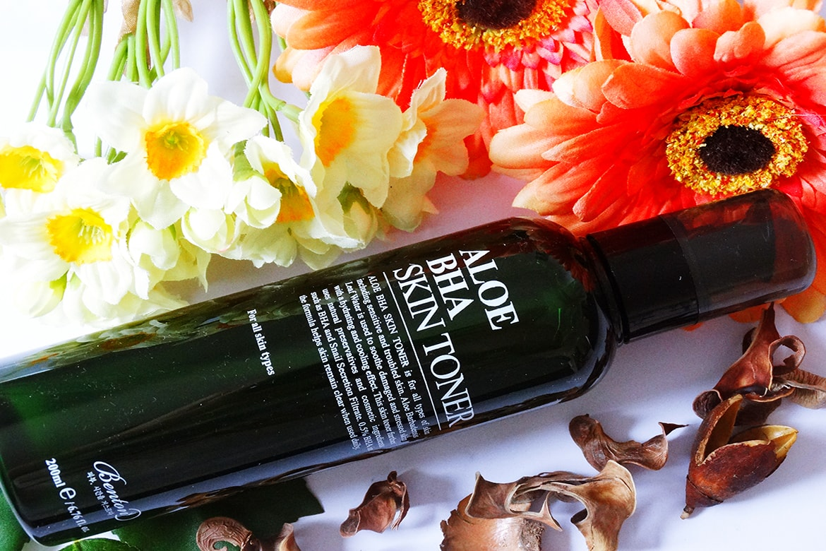 Sensitive skin? Benton Aloe BHA Skin Toner is the gentlest way to remove #blackheads and heal #acne and blemishes. Click on the pin to read the full review. #skincare